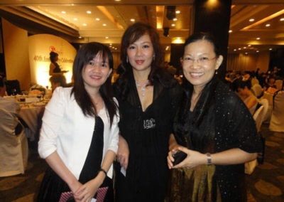 Evelyn-with-JUGAS-members-b