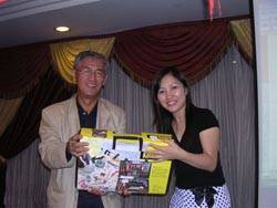 MR KODAMA IS GIVING THE LUCKY DRAW GIFT TO MS TAM1