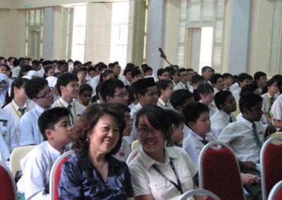Students-in-the-hall_b
